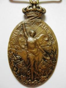 Medalla de Melilla. Bronce. Detalle del reverso con la marca del fabricante, Vallmitjana de Barcelona.